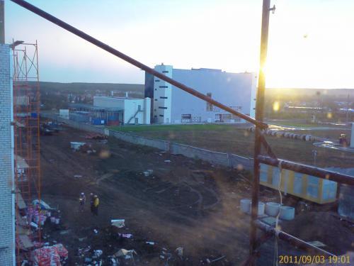 вид на бульвар и Московское шоссе  из окна 3 этажа, 8 дома.