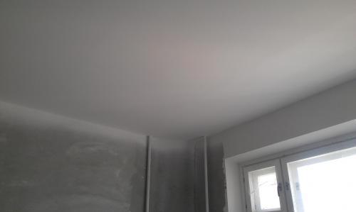 потолок побелен