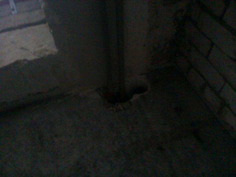Дыры в полу, потолке в некоторых квартирах они больше этих